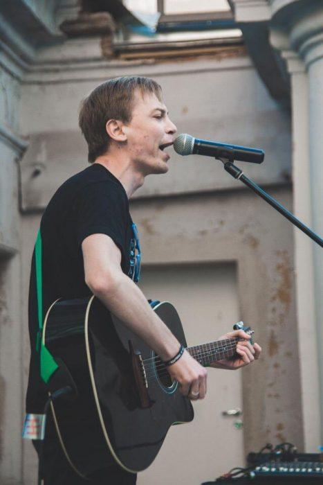 Володя Котляров из группы П****ФИЛЬМЫ выступит 30 июня с акустическим выступлением на МосВегФест 2018!